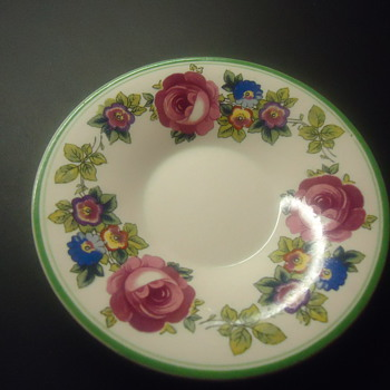 SMALL PLATE THE ROSE  FINE CHINA FROM ENGLAN. - China and Dinnerware