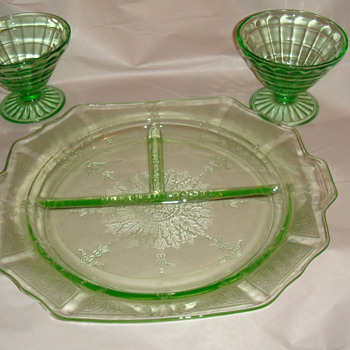 Depression glass-Green Plate divided- 2 glass stems