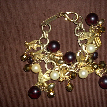 "Subversive ""Queen Bee"" bracelet - Costume Jewelry"