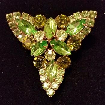 Juliana trefoil style - Who Made It? - Costume Jewelry