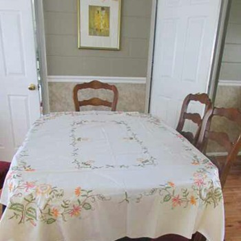Beautiful Hand Embroidered Vintage Tablecloth