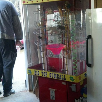 Big Top gumball machine - Coin Operated