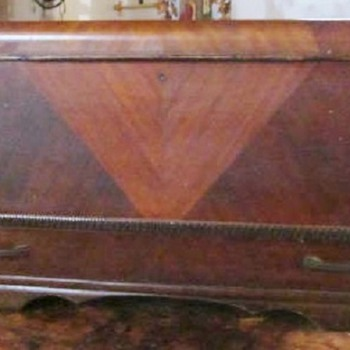 1930s HONDERICH FURNITURE CO CEDAR CHEST