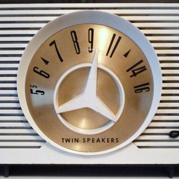 1959 Arvin Model 2584 Twin Speaker Radio