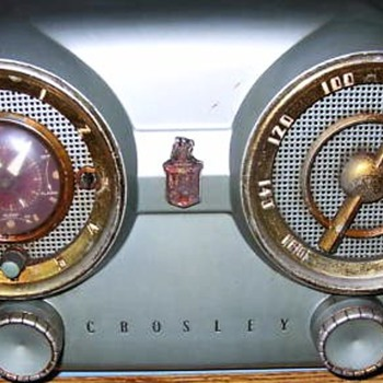 "1953 Crosley Model D-25-GN ""Dashboard"" Radio - Radios"