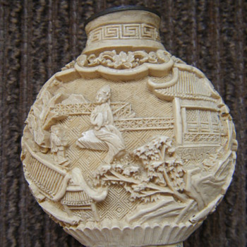 19th century CHINESE CINNABAR  SNUFF BOTTLE - Asian