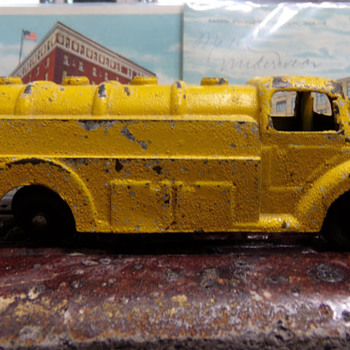 Dug a Shell Fuel Tanker - Model Cars