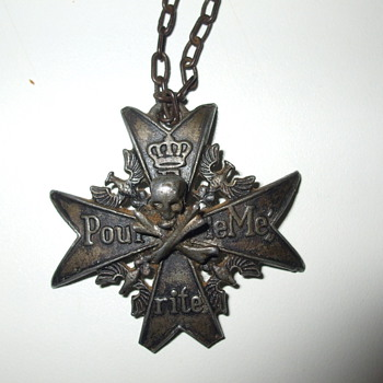 Can Anybody tell me anything about this necklace? - Military and Wartime