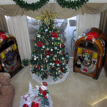 This photo was used for our Christmas cards showing our Wurlitzer 850  &  850A.