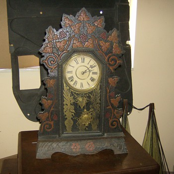 VERY NICE VINTAGE CLOCK WORKS PERFECT SOUNDS GREAT - Clocks