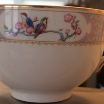 Mystery Pattern, Johnson Brothers?  - China and Dinnerware