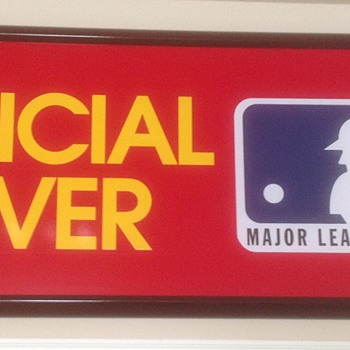 MAJOR LEAGUE BASEBALL. OFFICIAL MOVER - Baseball