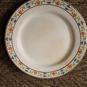 Mercer dinnerware set - China and Dinnerware
