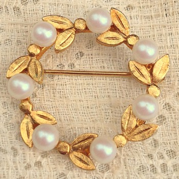Vintage Gold and Faux Pearl Circle Pin - Costume Jewelry