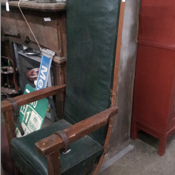 Please help identify this chair I seen at an antique store - Furniture