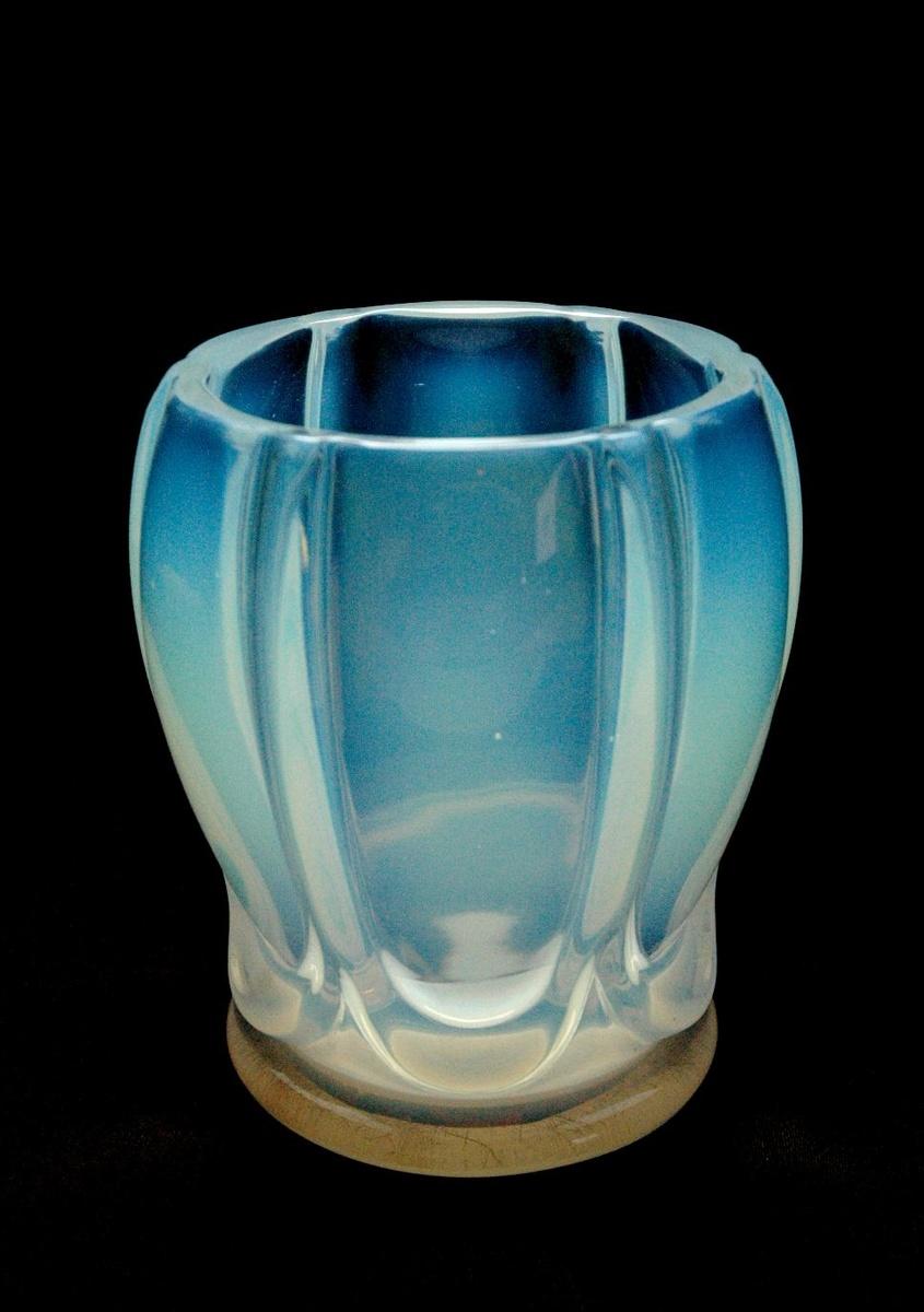 verlys art deco opalescent glas vase godrons