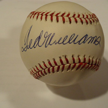 MANY SIGNED BALLS - Baseball