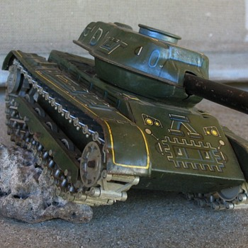 Old tin Army Tank M71 mfg by Modern Toys Japan
