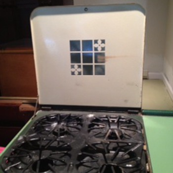 Circa 1930s Magic Chef tan/green enamel gas stove