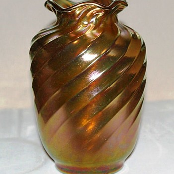 Early Steuben Gold Aurene Spiral Ribbed Vase - Art Glass
