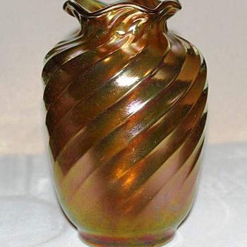 Early Steuben Gold Aurene Spiral Ribbed Vase