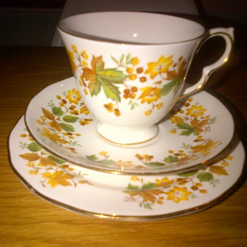 Queen Anne Bone China Tea cup & saucer Trio - China and Dinnerware