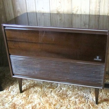 Grundig Radio, Record Player Console. Identify? Repair recommendations? - Radios