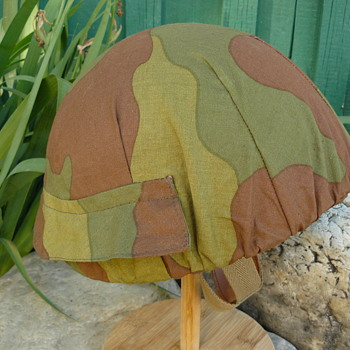 Italian Post War M 42/60 Paratrooper Helmet