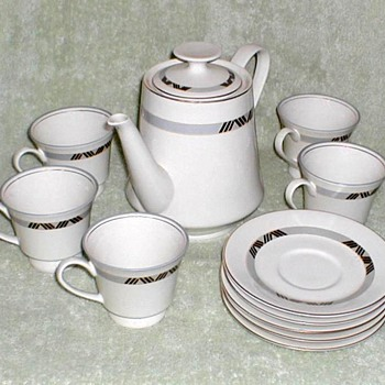 Schmidt Porcelana Teapot, Cups & Saucers Set - China and Dinnerware