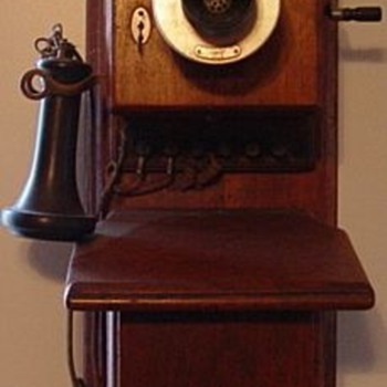 Western Electric Walnut Phone - Telephones
