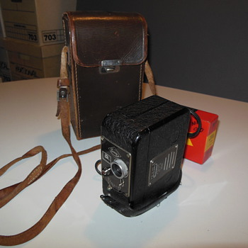 Eumig C 4 8mm camera with Radio Battery and case (German circa 1940) - Cameras
