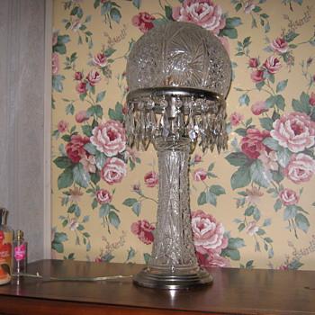 VICTORIAN LAMP - Glassware
