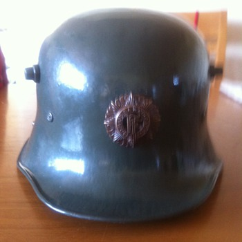Irish Army Helmets  - Military and Wartime