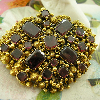 Georgian 15ct Gold Table Cut Garnet Cannetille work brooch - Fine Jewelry