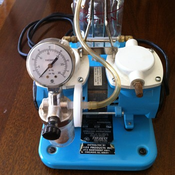 Medi pump with glass container.