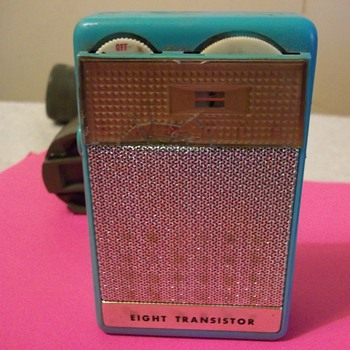 8 TRANSISTOR RADIO