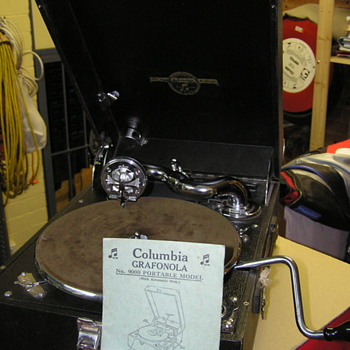 Columbia #9000  gramophone portable - Records