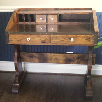 Antique desk (?)