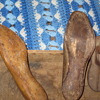 Old shoe forms