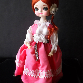 Musical Doll Japan? Doesn't work - Identify?
