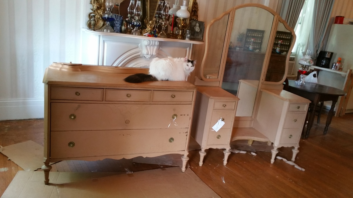 Vanity and matching dresser grand rapids bedroom set for Matching bed and dresser