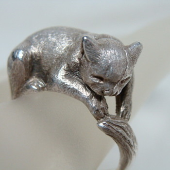 London Vintage Sterling Cat Ring