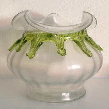 Kralik soie de verre teardrop rosebowl - Art Glass
