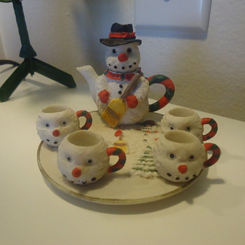 SNOWMAN TEA POT WITH 4 LITTLE CUPS AND PLATE  - Christmas