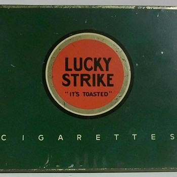 Flat Fifties Cigarette Tins alla Lucky Strike Brand. - Tobacciana