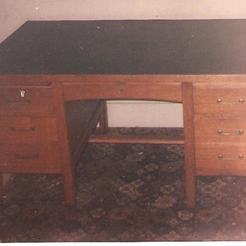 c1924 Solid Oak Gunn Desk w/chair