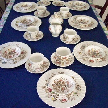 Johnson Brother&#039;s = Staffordshire Bouquet HMS Table service
