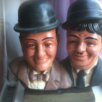 laurel & hardy head shoulder statue