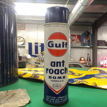 Gulf ant & roach bomb can - Petroliana