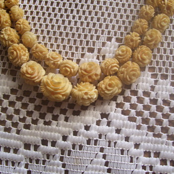 100 + YEAR OLD CARVED ELEPHANT IVORY (CHINESE) GRADUATED ROSES, NECKLACE VERY YELLOWED - Fine Jewelry